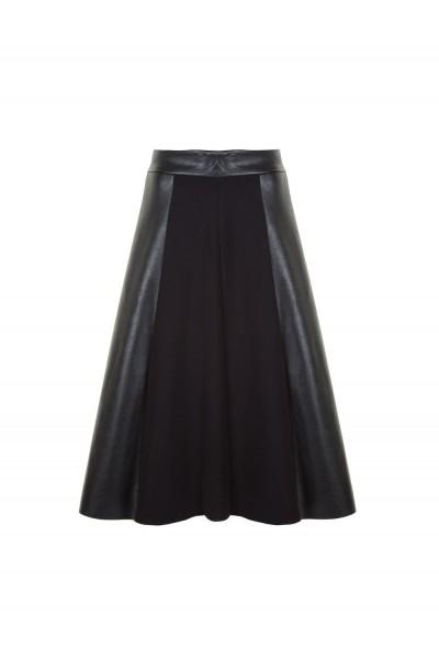 Женская юбка с кожаной нашивкой